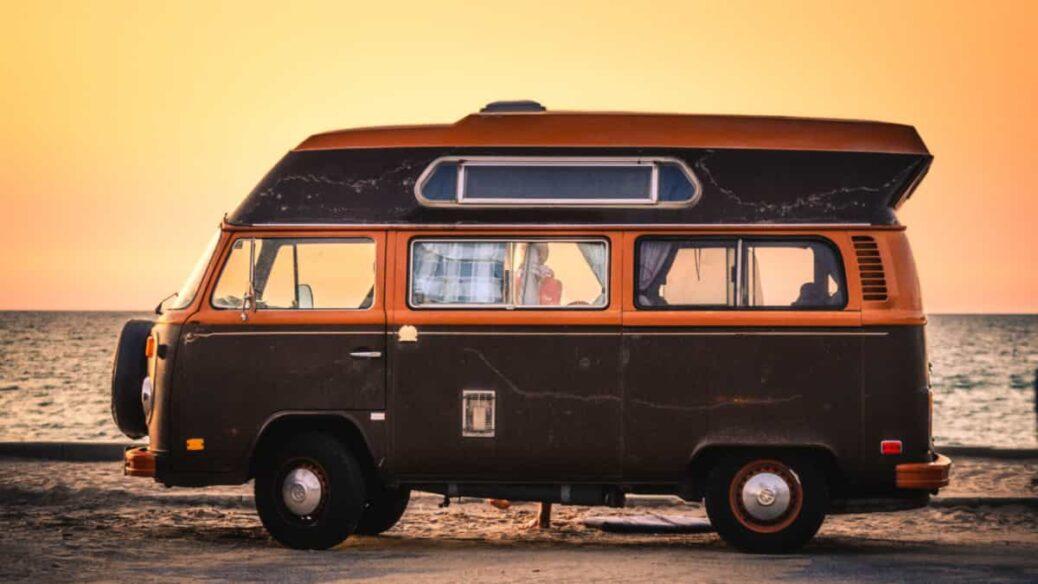 vacaciones en autocaravana, seguridad al volante, lugares donde pernoctar con la caravana,