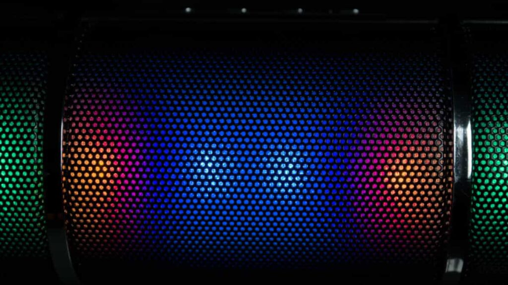 proyecto innovador,  Sound beaming, escuchar música, sonido 3D, sonido de 360 grados alrededor del oyente, escuchar musica en tu cabeza, escuchar musica en tu cabeza